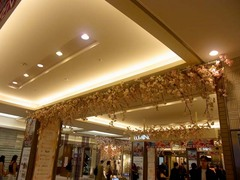 20140401横浜駅の桜の飾り付け1.jpg