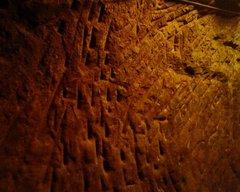 海軍壕・壁のツルハシ跡