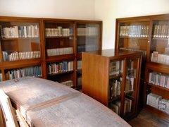 旧弘前市立図書館図書室2.jpg