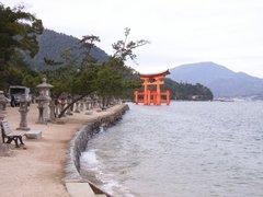 厳島神社・鳥居遠景・満潮時
