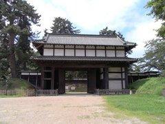 弘前城北門を内側から.jpg