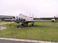 三沢航空科学館屋外T33.jpg