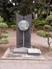 山形城郷土館ローレンツ像.jpg