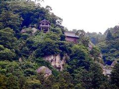山寺を駅より見上げる.jpg