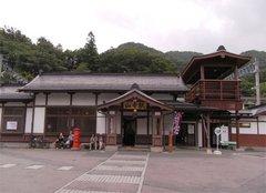 山寺駅駅舎.jpg