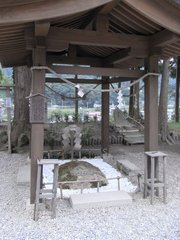 山寺亀の甲石.jpg