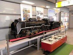 秋田駅機関車模型.jpg