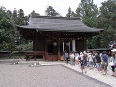 上杉神社本堂.jpg