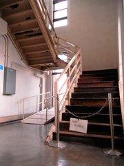 神奈川県庁本庁舎6階塔内階段.jpg