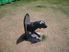 大和ミュージアムの犬の彫刻
