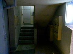 団地階段下.jpg