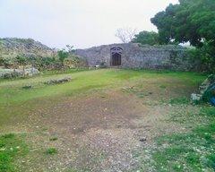 中城城・一の郭から南の郭への門