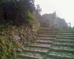 中城城・西の郭への階段