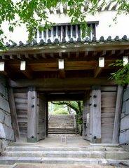 唐津城櫓門を外から.jpg