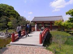 東院庭園・東建物と反橋.jpg