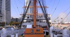 日本丸・船首楼甲板から後方を見る