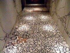 斑鳩文化財センター・展示室通路・床.jpg
