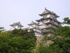 姫路城・天守閣を二ノ丸より見上げる