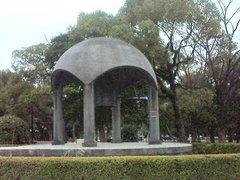 平和記念公園・鐘.jpg