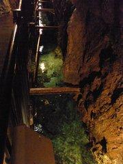 龍泉洞・百間廊下の先の川.jpg