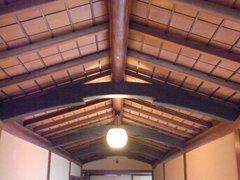 和館渡り廊下の梁.jpg