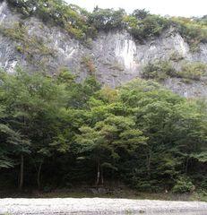 猊鼻渓・錦壁岩.jpg