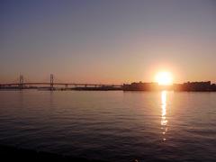ベイブリッジと初日の出.jpg