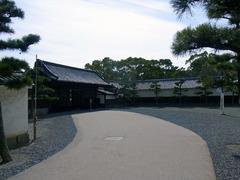 丸亀城・玄関先御門.jpg