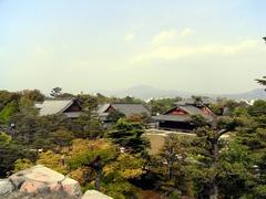 二条城・天守台から本丸を見下ろす.jpg