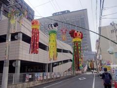 仙台/七夕飾り/ホテルの近くの吹き流し.jpg