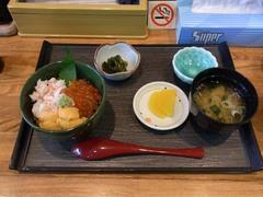 函館・朝市・まえかわの三色丼.jpg