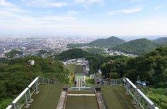 大倉山ジャンプ競技場・段上から見下ろす.jpg