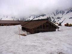 室堂・雪に埋もれた立山室堂.jpg