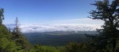 富士山五合目・臣嶽神社裏の見晴台から見下ろす1.jpg