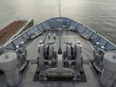摩周丸・船橋より前甲板を見下ろす.jpg