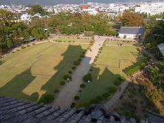 松本城・天守閣6階からの眺め・本丸御殿跡.jpg