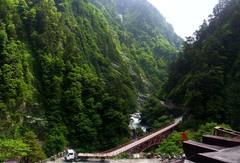 欅平・駅屋上から見る奥鐘橋と人喰岩.jpg