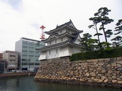 玉藻公園・中堀と艮櫓.jpg