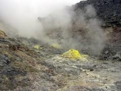 硫黄山・噴出口2.jpg