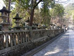 金刀比羅宮・桜馬場の石燈籠.jpg