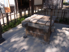 高岡城・民部の井戸2.jpg