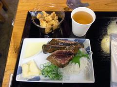 高知市街地・ひろめ広場・塩たたきとうつぼ唐揚.jpg