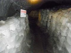 鳴沢氷穴・氷の通路2.jpg
