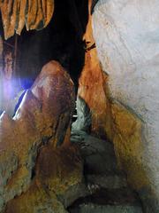 龍河洞・双葉山のへそすり石.jpg