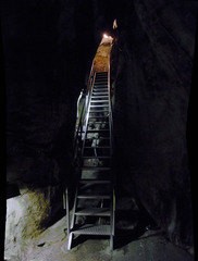 龍河洞・高い階段.jpg