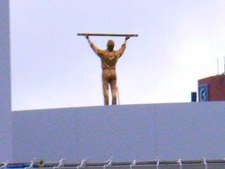 21世紀美術館空を測る人拡大.jpg