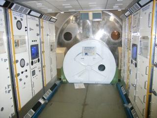 つくば宇宙センター「きぼう」内部.jpg