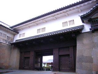金沢城石川門2の門.jpg