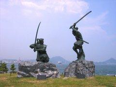 巌流島・武蔵と小次郎の像