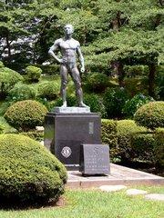 久保田城二の丸公園の像『空』.jpg